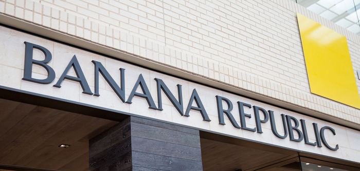 2020-01-09 BananaRepublic_Storefront_59B2242