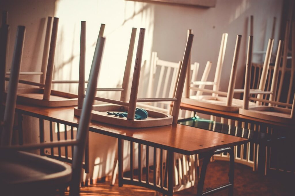 class_classroom_room_school_empty_interior_chairs_table-1373591